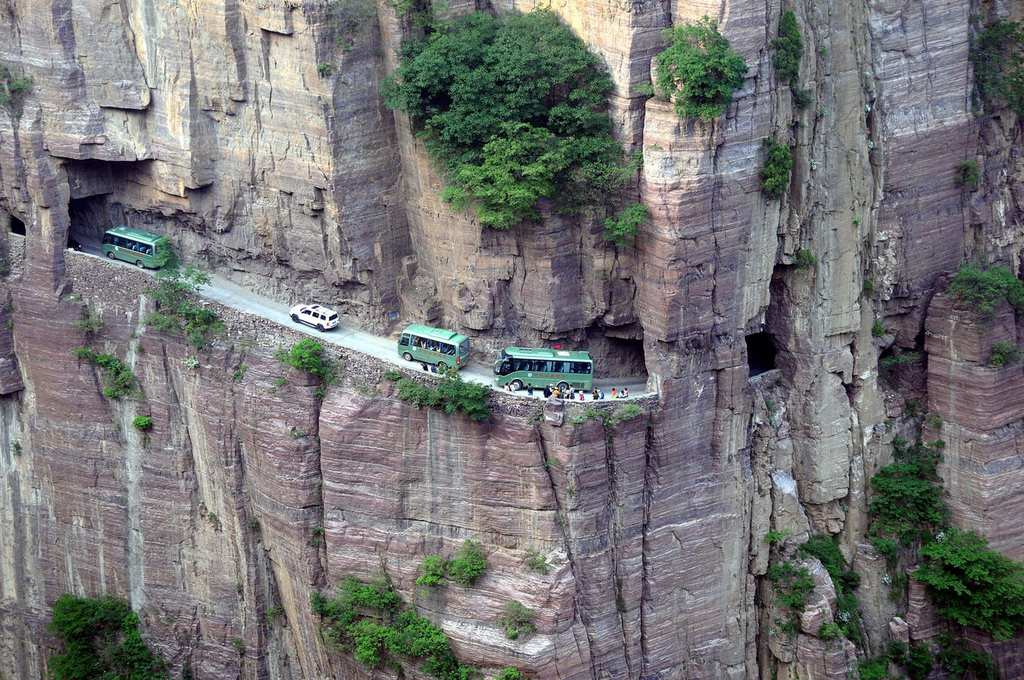 most dangerous roads 1