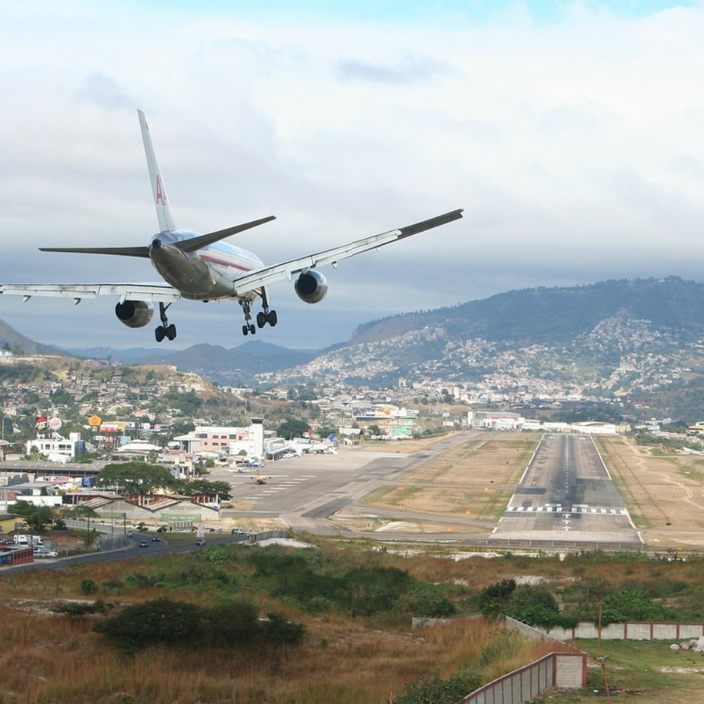 most dangerous airports 11