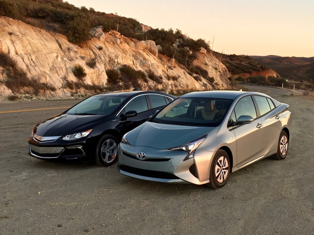Toyota Prius & Tesla - Fuel vs Electric