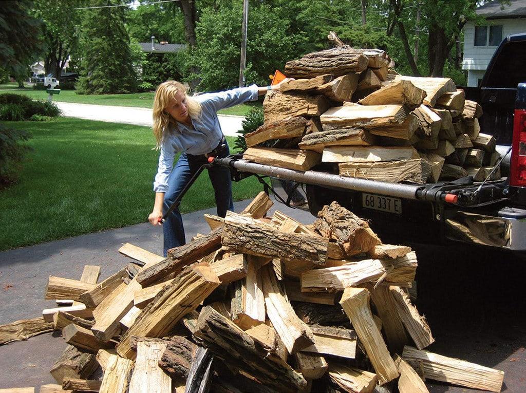 Loading logs on a truck