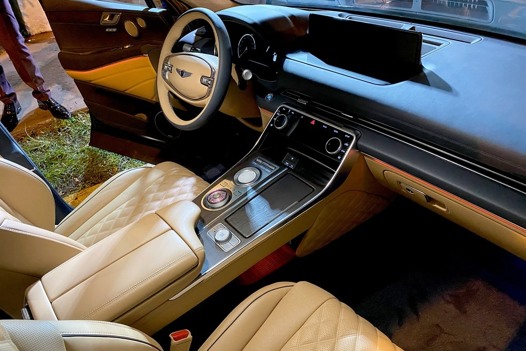 Genesis GV80 2021 interior + steering wheel